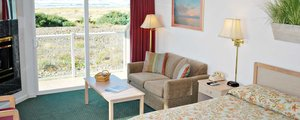 Ocean Front Double Queen Suite with Jetted Tub Photo 5